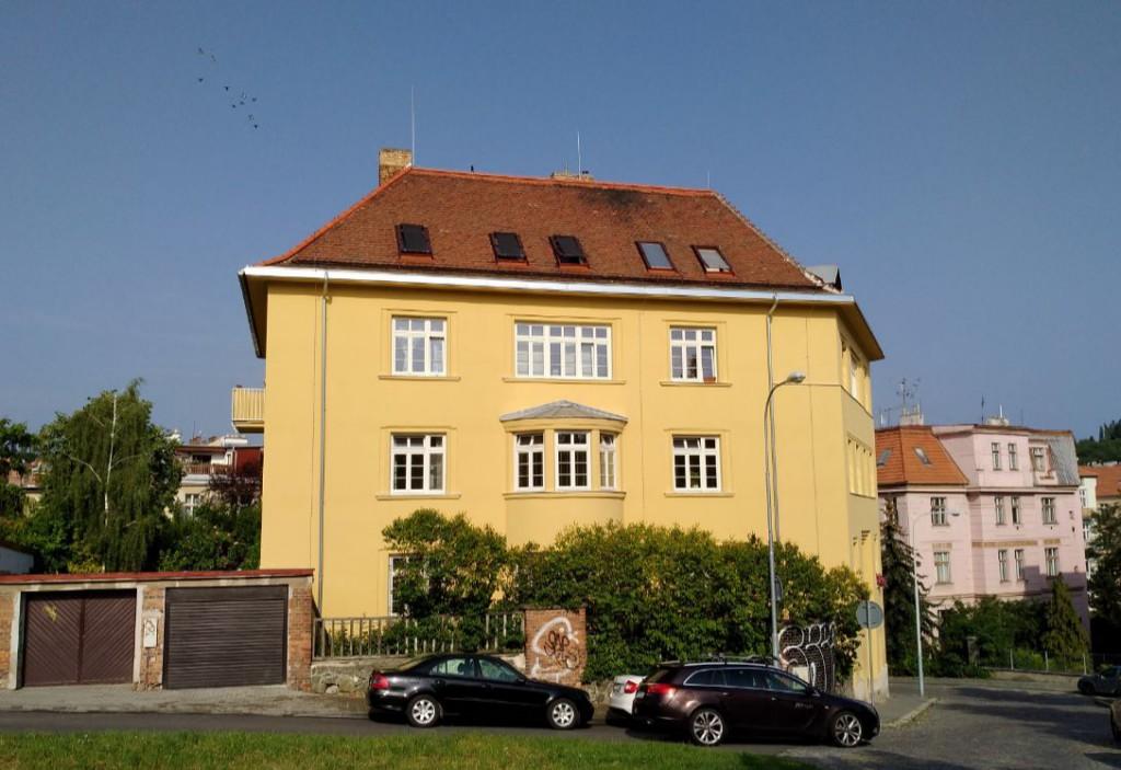 A takto krásně jsme zateplili polystyrenem dům v brněnské Gorazdově ulici.
