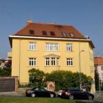 A takto nyní dům v Gorazdově ulici oslňuje své okolí